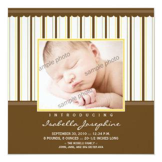 Modisches Brown/gelbe Streifen-Geburts-Mitteilung Quadratische 13,3 Cm Einladungskarte