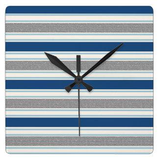 Modisches silbernes Grau-und blaue Streifen-Muster Quadratische Wanduhr