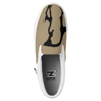 Momma und Baby-afrikanischer Giraffen-Beleg auf Slip-On Sneaker