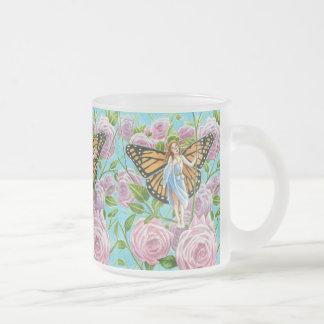 Monarch-Fee unter den Rosen Mattglastasse