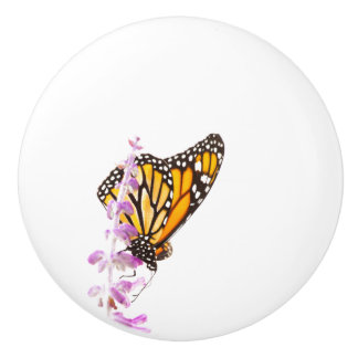 Monarch gehockt auf Lavendel Keramikknauf