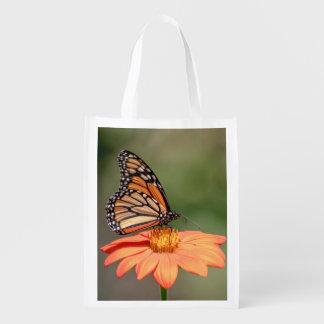 Monarch-Schmetterling auf einer orange Blume Wiederverwendbare Einkaufstasche