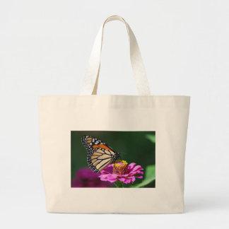 Monarch-Schmetterling auf einer rosa Blume Jumbo Stoffbeutel
