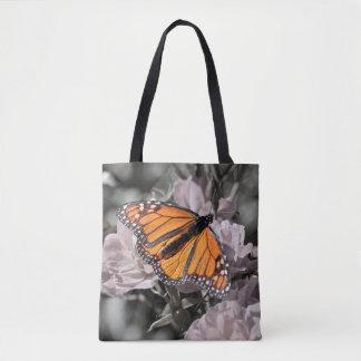 Monarch-Schmetterling auf gedämpften rosa und Tasche