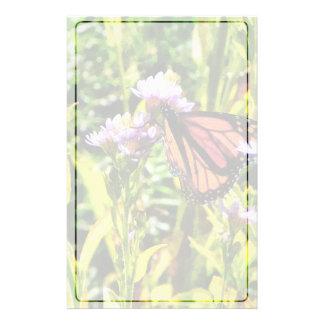 Monarch-Schmetterling auf lila Wildblume Briefpapier