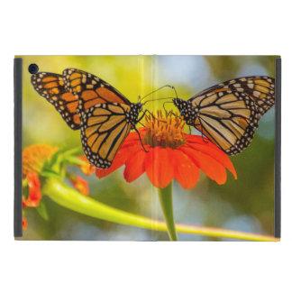 Monarch-Schmetterlinge auf Wildblumen iPad Mini Hülle