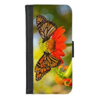 Monarch-Schmetterlinge auf Wildblumen iPhone 8/7 Geldbeutel-Hülle
