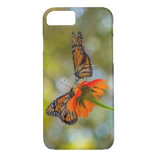 Monarch-Schmetterlinge auf Wildblumen iPhone 8/7 Hülle
