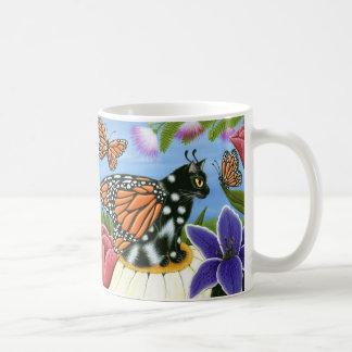Monarch-Schmetterlings-feenhafte Tasse