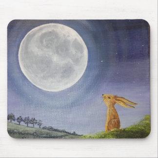 Mond, der Hase-Mäusematte anstarrt Mousepad