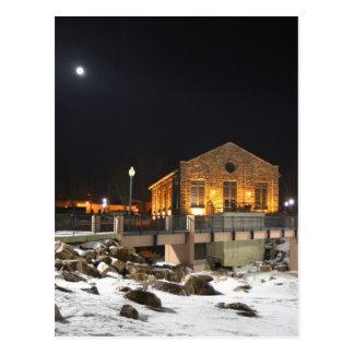Mond über alter hydroelektrischer Pflanze Sioux Postkarte