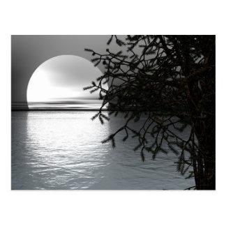 Mond über der Wasser-Postkarte Postkarte