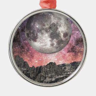 Mond über Mountainsee Rundes Silberfarbenes Ornament