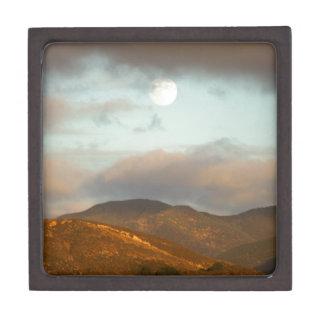 Mond über Weinbergen Kiste