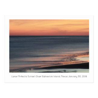 Mondtrifecta-Sonnenuntergang über Galveston Postkarte