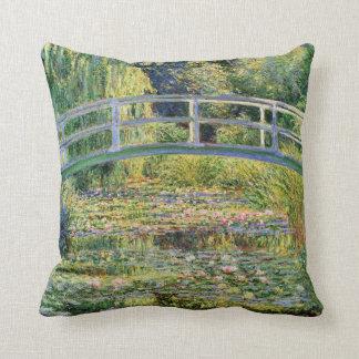 Monet japanische Brücke mit Wasser-Lilien-Kissen Kissen
