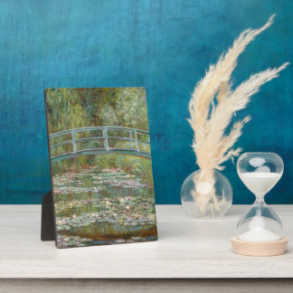Monet Kunst-Brücke über einem Teich der Fotoplatte