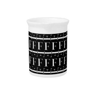 Monogramm-Anfangsmuster, Buchstabe F im Weiß Getränke Pitcher