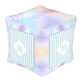 Monogramm-aquamariner Lavendel-Orangen-Streifen Kubus Sitzpuff