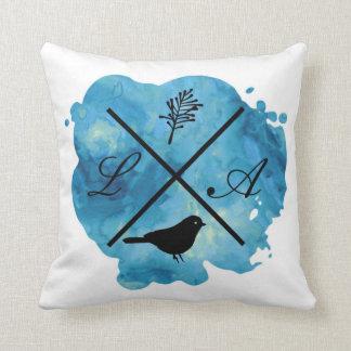 Monogramm-Aquarellkissen im Blau Kissen