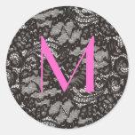 Monogramm auf schwarzem Spitzeaufkleber Runder Aufkleber