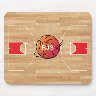 Monogramm-Basketball auf Basketballplatz Mauspad