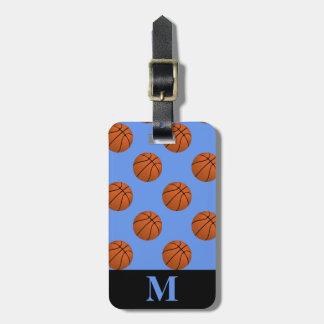 Monogramm-Brown-Basketball-Bälle auf Gepäckanhänger