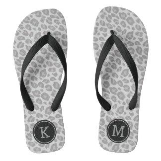 Monogramm-drehen weicher grauer Leopard-Druck Flip Flops