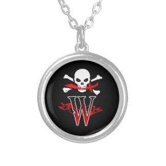 Monogramm-Initiale der Piratenflagge-W Halskette Mit Rundem Anhänger