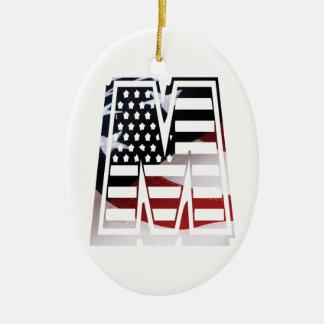 Monogramm-Initiale des Buchstabe-M patriotische Keramik Ornament