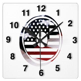 Monogramm-Initiale des Buchstabe-O patriotische Quadratische Wanduhr