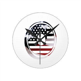 Monogramm-Initiale des Buchstabe-O patriotische Runde Wanduhr