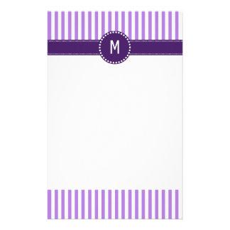 Monogramm-Lavendel-gestreiftes Muster Druckpapiere