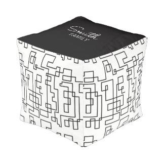 Monogramm-Reihe: Geometrisches Muster Kubus Sitzpuff