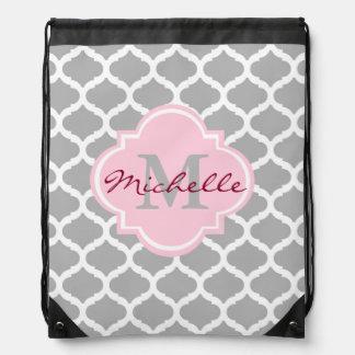 Monogramm rosa graue Quatrefoil Drawstring-Tasche Turnbeutel