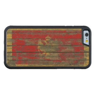 Montenegro-Flagge auf rauem Holz verschalt Effekt Bumper iPhone 6 Hülle Ahorn