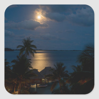 Moon on bora bora quadratischer aufkleber