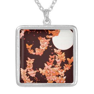 Moonscape mit Schmetterlingen - Koralle, Versilberte Kette
