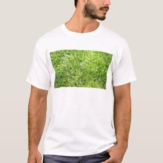 Moos im Gras T-Shirt