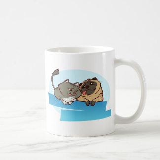 Mops der Katzen-n Kaffeetasse