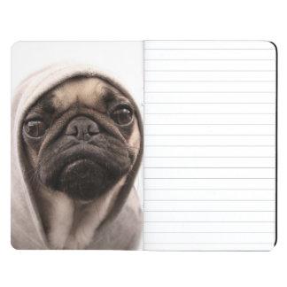 Mops in einem Hoodie Taschennotizbuch