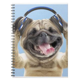Mops mit Kopfhörern, Mops, Haustier Notizblock