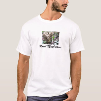 Morchel vermehrt sich das T-Shirt der Frau