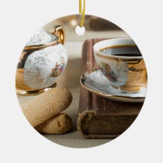 Morgen-Espresso und Plätzchen savoiardi Rundes Keramik Ornament