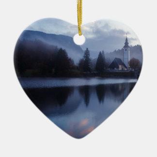 Morgen in See Bohinj in Slowenien Keramik Herz-Ornament