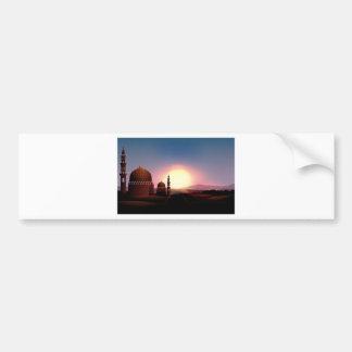 Moschee auf dem Feld am Sonnenuntergang Autoaufkleber