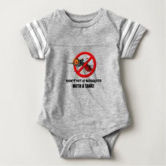Moskito schlagen es nicht mit einem Behälter Baby Strampler