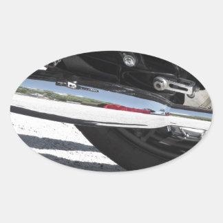 Motorrad chromiertes Auspuffrohr. Seitenansicht Ovaler Aufkleber