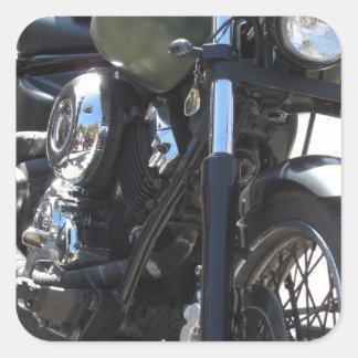 Motorrad im Parkplatz. Draußen Lebensstil Quadratischer Aufkleber