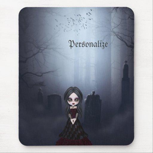 Mousepad mit gruseligem Goth Mädchen im Friedhof